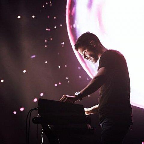 دانلود موزیک ویدیو سیروان خسروی به نام زندگی همین امروزه